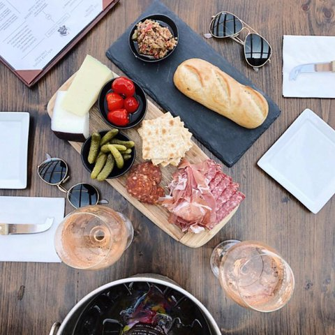 This is what we want all Tuesdays to look like 🤤 Toasted baguette with olive tapenade, local cheese and charcuterie, and Rosé 🙌🏽 . . . . . . . . . . . . . 📸@ray__law #wolffer #wolfferwine #wolfferestate #wolfferestatevineyard #wolfferstyle #wine #winemaking #winelover #winetasting #wolffercider #wolfferrose #rosecider #rosécider #hardcider #roséallday #Rosé #roséseason #applecider #summerdrink #pinkdrink #sparkling #bubbly #summereats #pooldays #beach #montauk #hamptons #eastend #nyc