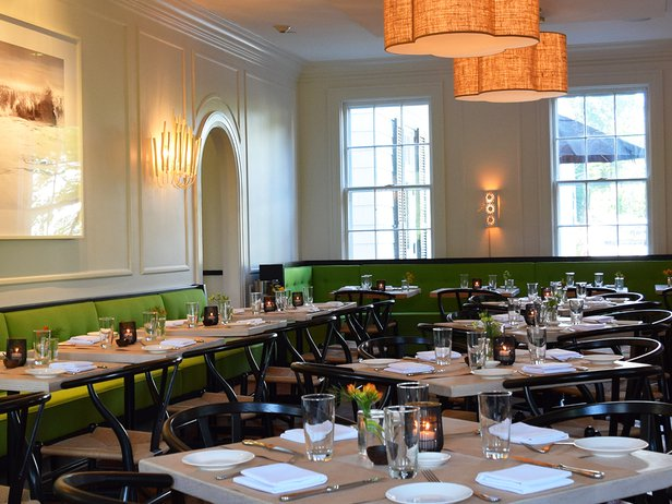 dining room at topping rose